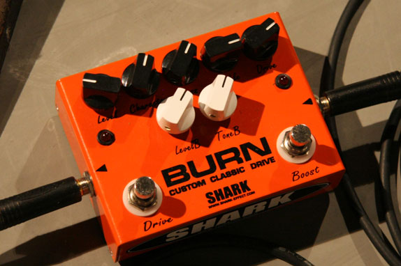 SHARK製 BURN CUSTOM CLASSIC DRIVE